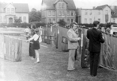 Spartakiade 1975 - Fahnenweihe - Mahn-und Gedenkstätte Archiv