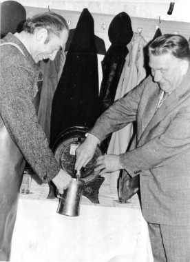 Bockbieranstich am 01.11.78 - Mahn-und Gedenkstätte Archiv