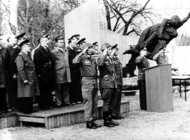Vereidigung von Kampfgruppen-Einheiten - Mahn-und Gedenkstätte Archiv