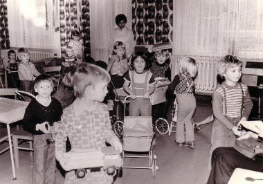 Kinder in einem Wernigeröder Kindergarten 1978 - Fotothek Harzbücherei