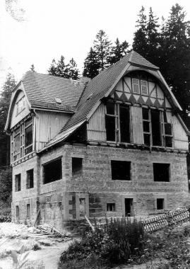 """Gasthaus """"Steinerne Renne"""" während des Umbaus 1977 - Mahn-und Gedenkstätte Archiv"""