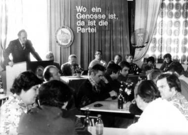 SED-Parteiversammlung - Mahn-und Gedenkstätte Archiv