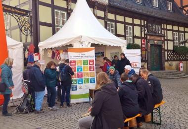 Fairtrade-Stadt Wernigerode: Zum Schokoladenfestival informierte das EINE WELT Netzwerk Sachsen-Anhalt über die Herstellung von Schokolade. - Katrin Anders