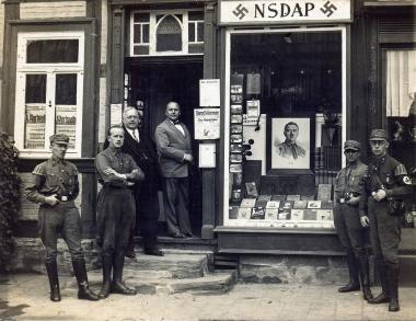 Parteibüro der NSDAP am Marktplatz Wernigerode 1930 - Fotothek Harzbücherei