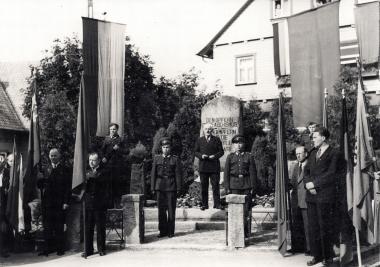 Ernst Loops bei einer Ansprache in Schierke 1957 - Fotothek Harzbücherei