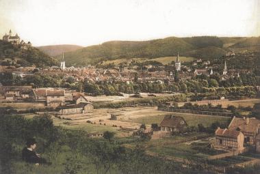 Blick vom Galgenberg auf den Ochsenteich vor dem Bau der Bahnstrecke nach Ilsenburg - gemeinfrei