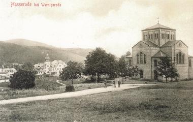 Hasseröder Kirche von 1846 mit der für die Familie Honig erbauten Villa, heute Hochschule Harz, um 1900 - gemeinfrei