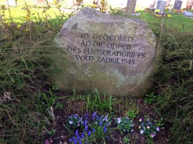 Gedenkstein auf dem Friedhof Minsleben © Wolfgang Grothe