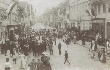 Schützenverein in der Kaiserstraße später Nöschenröder Straße um 1900 - gemeinfrei