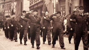 Kampfgruppenaufmarsch während der Demonstration am 1. Mai 1956 - Archiv Mahn- und Gedenkstätte