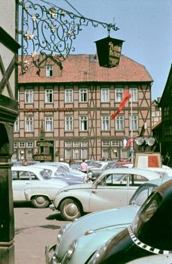 """Marktplatz mit Bick zum Hotel """"Weißer Hirsch"""" - Stadtarchiv Wernigerode"""