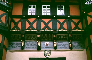 Inschrift am Rathaus - Widmung Thomas Hilleborch - Stadtarchiv Wernigerode