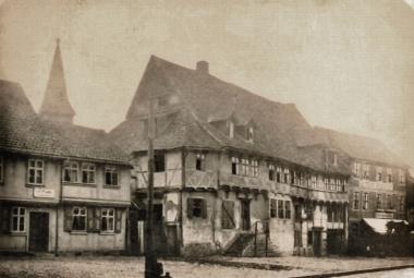 Renaissance-Fachwerkhaus von 1541, Standort des späteren ersten Postgebäudes, um 1880 - gemeinfrei