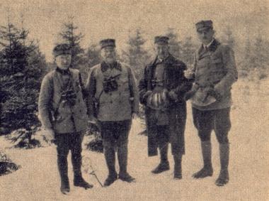 Forstassessor Schmidt, Förster Labesehr, Förster Salzmann und Förster Müller (Büchenberg), von links nach rechts - gemeinfrei