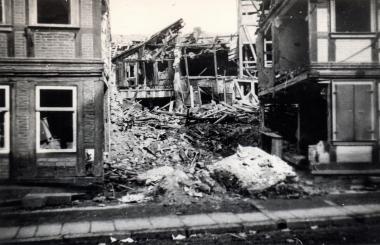 Bombenschäden am Nicolaiplatz - Stadtarchiv Wernigerode