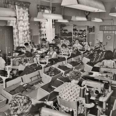 Produktionsarbeiter im Kleiderwerk, dem größten Industriebetrieb der Stadt - Stadtarchiv Wernigerode (Archiv Dieter Möbius)