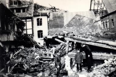 Bombenschäden in der Breiten Straße - Stadtarchiv Wernigerode
