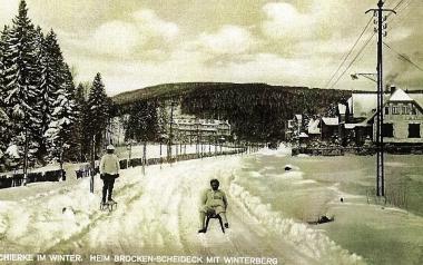 """Schierke im Winter - Heim """"Brocken-Scheideck"""" mit Winterberg - Stadtarchiv Wernigerode PK/IX/22"""