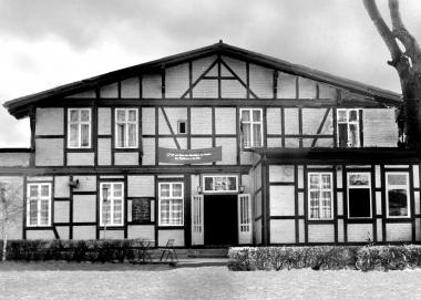 """Verpflegungsstätte """"Leo Tolstoi"""" des FDGB (ehemaliges Gesellschaftshaus) - Dieter Oemler"""