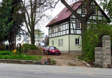 """Einfamilienhäuser auf dem Gelände der ehemaligen Verpflegungsstätte des FDGB """"Leo Tolstoi"""" - Dieter Oemler"""