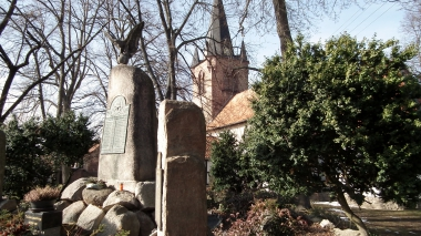 Kirche und Denkmal in Silstedt