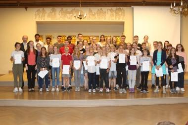 Alle Teilnehmer des Literaturwettbewerbs der Stadt Wernigerode im Rathaussaal - Matthias Bein